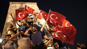 Anhänger Erdogans auf dem Taksim Platz